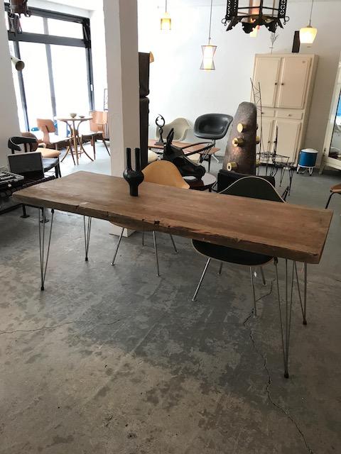 無垢天板と鉄脚のテーブル
