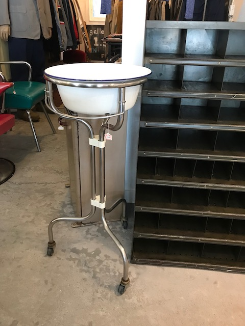 wash stand